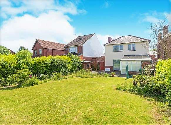 3 Bedrooms Detached House for rent in A Traditional 3 Bedroom Detached House on Bell End in Rowley Regis, B65 9LR