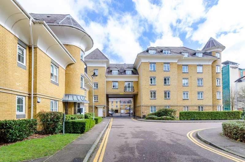 2 Bedrooms Flat for rent in Century Court, Woking, GU21