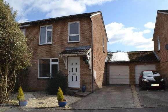 3 Bedrooms Semi Detached House for sale in Weyhill Close, Tadley