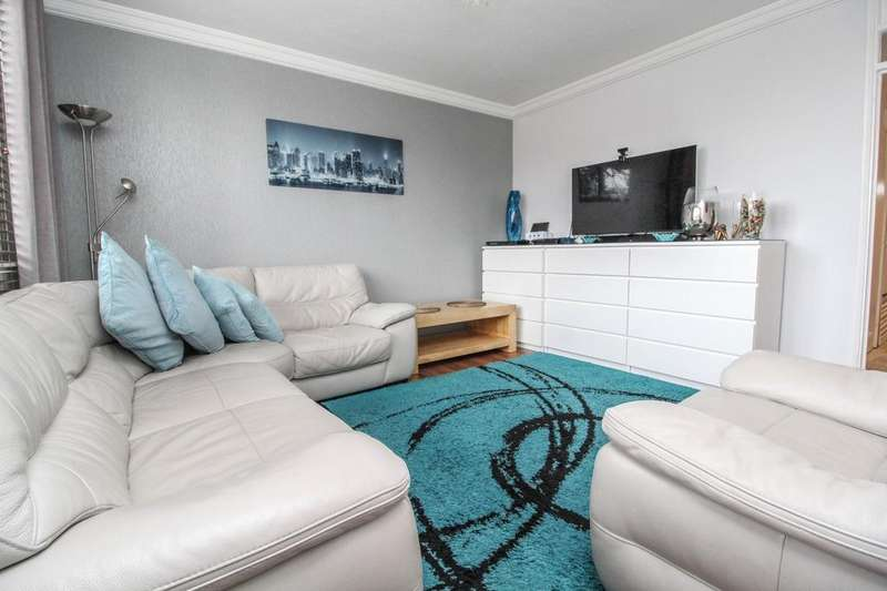2 Bedrooms Apartment Flat for sale in Farrow House, Doddinghurst Road, Brentwood, Essex, CM15