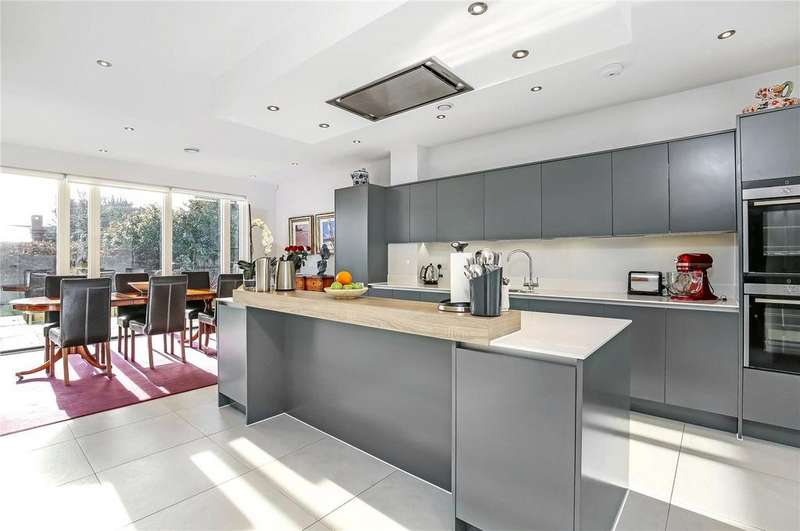 5 Bedrooms Detached House for sale in Three Maids Close, Winchester, Hampshire, SO22