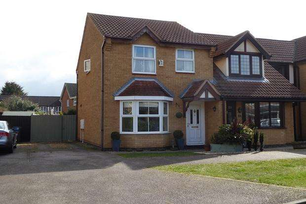 3 Bedrooms Semi Detached House for sale in Aldwell Close, Wootton, Northampton, NN4