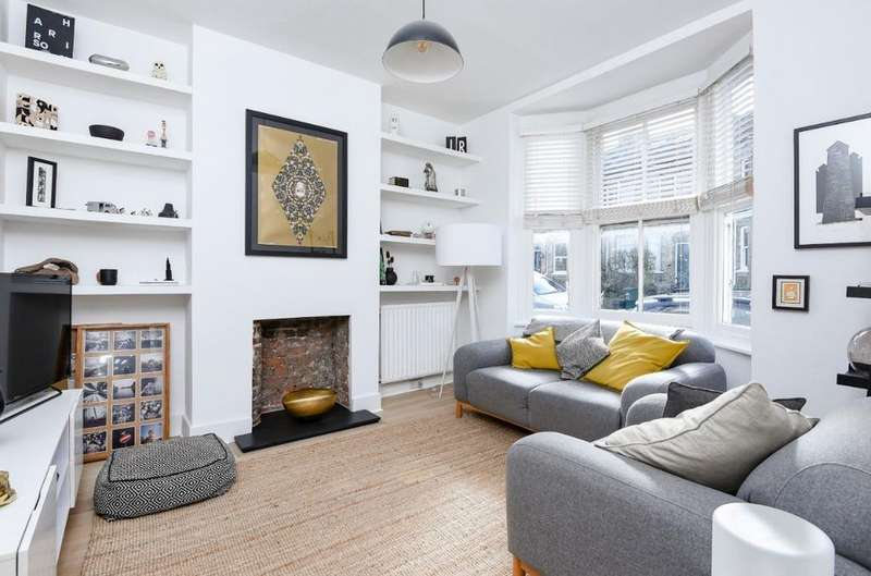 2 Bedrooms Maisonette Flat for sale in Robertson Road Brighton East Sussex BN1