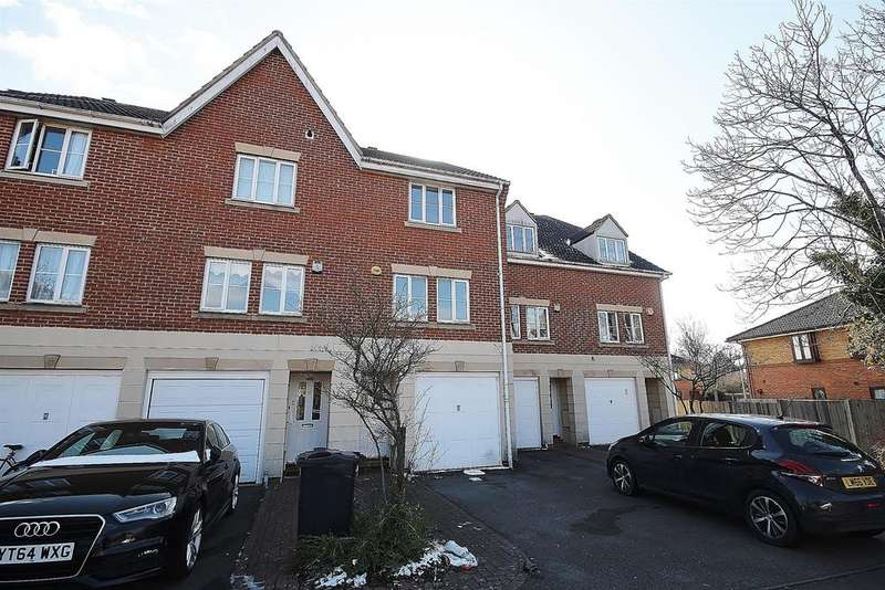 3 Bedrooms Terraced House for rent in Rose Park Close, Hayes, UB4 9AT