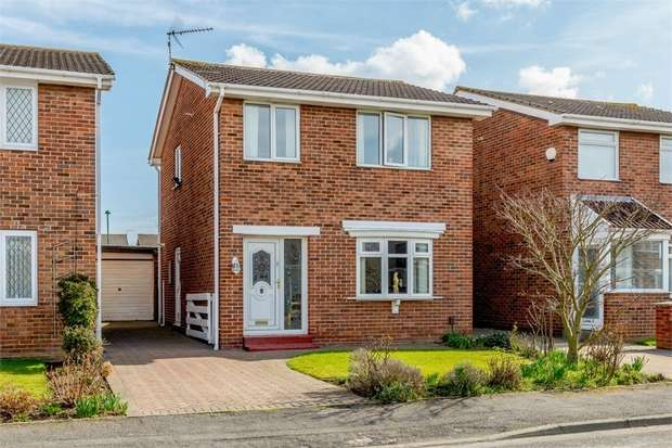 3 Bedrooms Detached House for sale in Fulmerton Crescent, Redcar, North Yorkshire