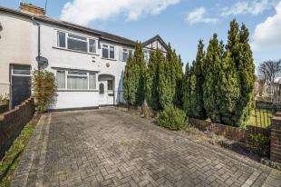 3 Bedrooms Terraced House for sale in Bridge Road, Chessington, Surrey