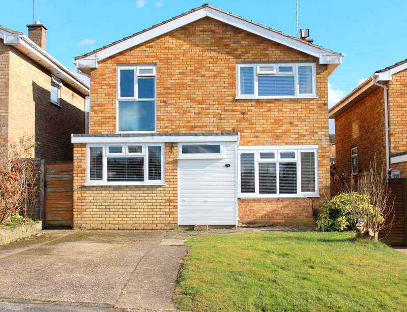 4 Bedrooms Detached House for sale in 4 BED DETACHED OVER 1300 SQUARE FEET IN GLEBE CLOSE