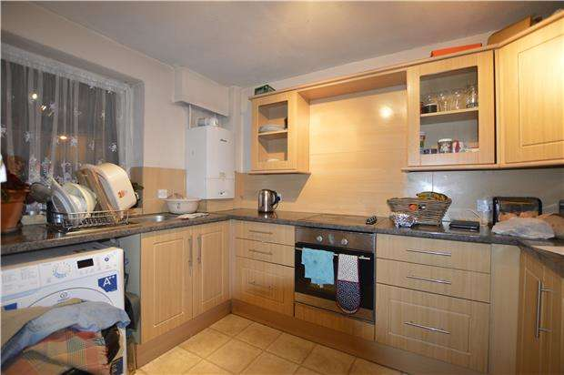2 Bedrooms Flat for sale in Kintyre Close, LONDON, SW16