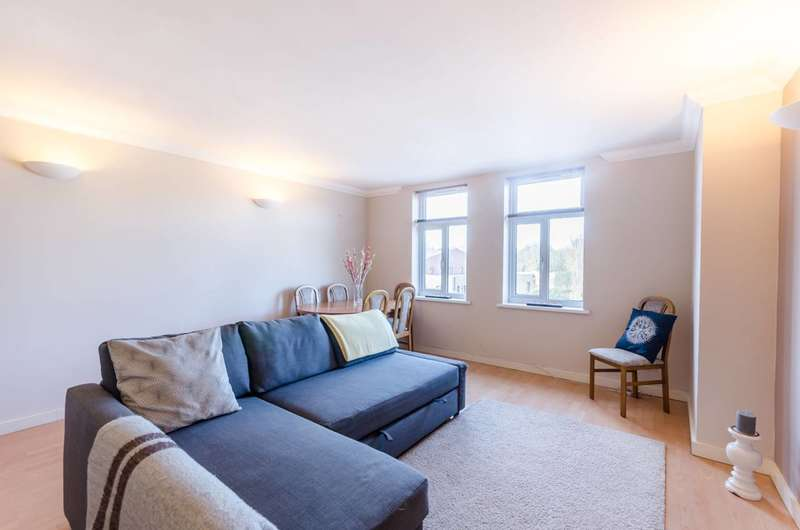 2 Bedrooms Flat for sale in Abney Park Court, Stoke Newington, N16