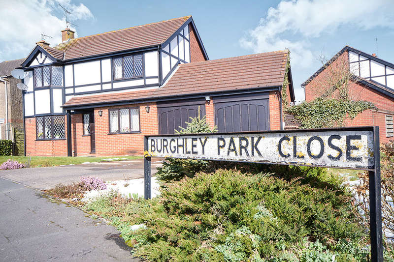 4 Bedrooms Detached House for sale in Burghley Park Close, North Hykeham, Lincoln, LN6