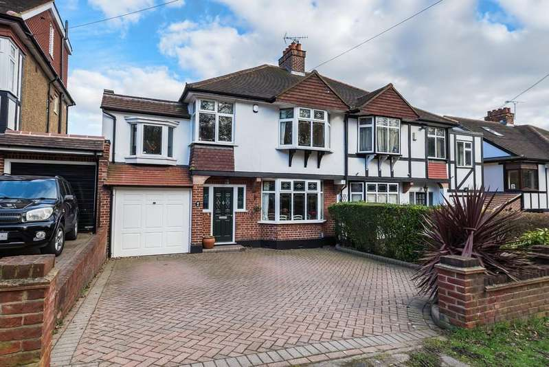 4 Bedrooms Semi Detached House for sale in Forest Edge, Buckhurst Hill