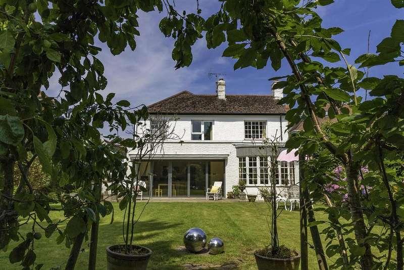 4 Bedrooms Detached House for sale in Merlins Hill, Haverfordwest