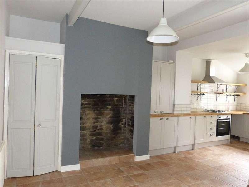 3 Bedrooms Terraced House for rent in Mount Street, Glossop