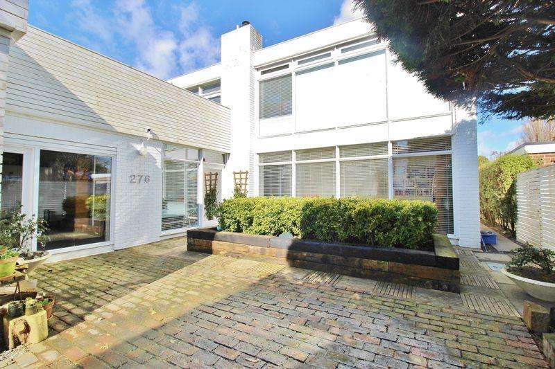 5 Bedrooms Detached House for sale in Sea Front, Hayling Island