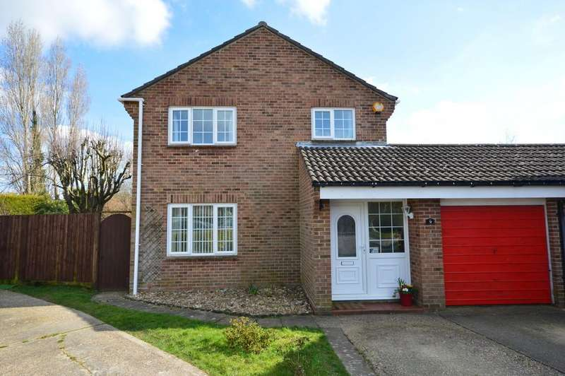 4 Bedrooms Detached House for sale in Carisbrooke Court, New Milton