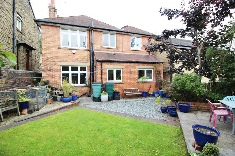 4 Bedrooms Detached House for sale in Booth Street, Cleckheaton, Cleckheaton