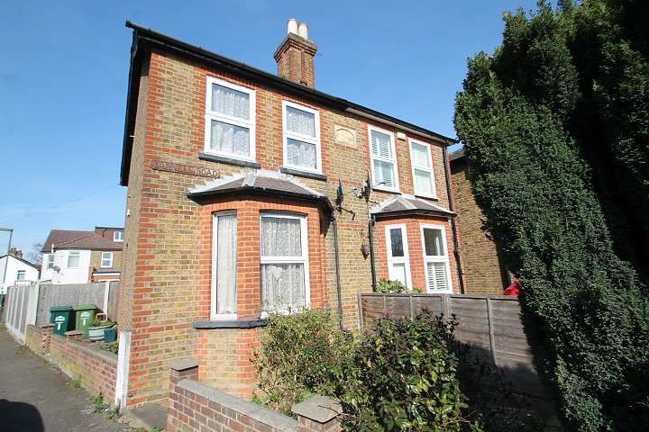 2 Bedrooms Semi Detached House for sale in Farnell Road, Staines-Upon-Thames, TW18