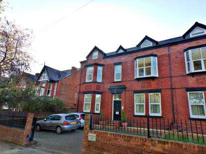 2 Bedrooms Flat for sale in Cearns Road, Oxton, Wirral, CH43
