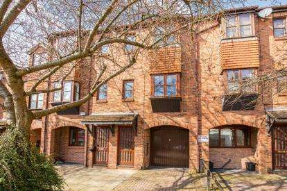 2 Bedrooms Terraced House for sale in Jockey Lane, Knaresborough, North Yorkshire, .