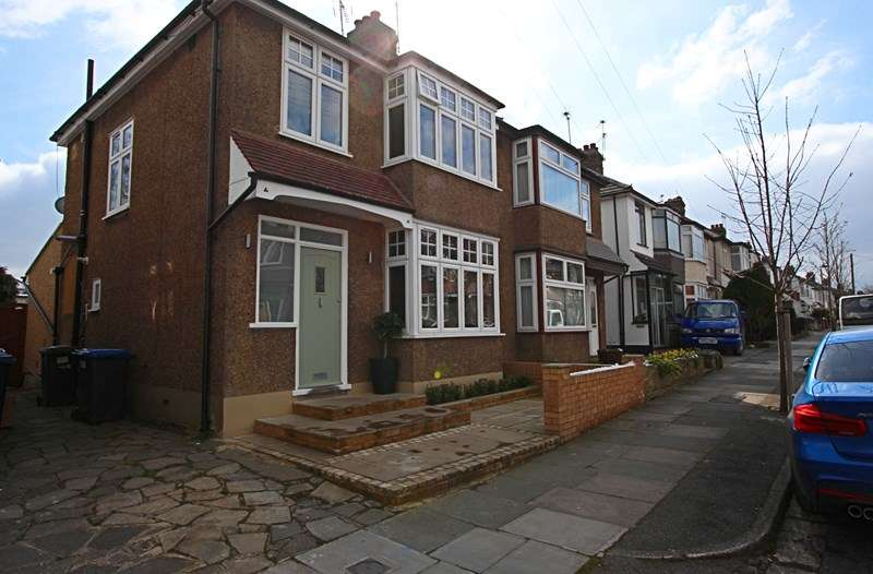 3 Bedrooms Property for sale in Morley Hill, Enfield
