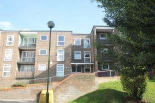1 Bedroom Flat for sale in Westmoreland Drive, Sutton, Surrey, England