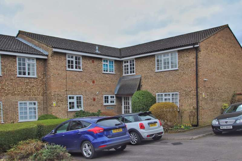 1 Bedroom Ground Flat for sale in Minstrel Gardens, Surbiton