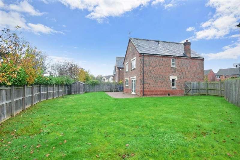 4 Bedrooms Detached House for sale in Deer Way, , Horsham, West Sussex