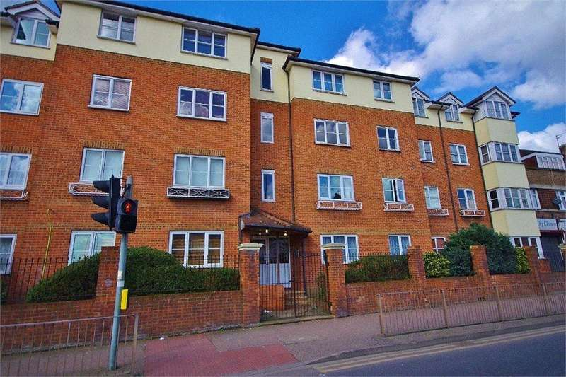 2 Bedrooms Apartment Flat for rent in Gladesmere Court, Watford, Hertfordshire, WD24