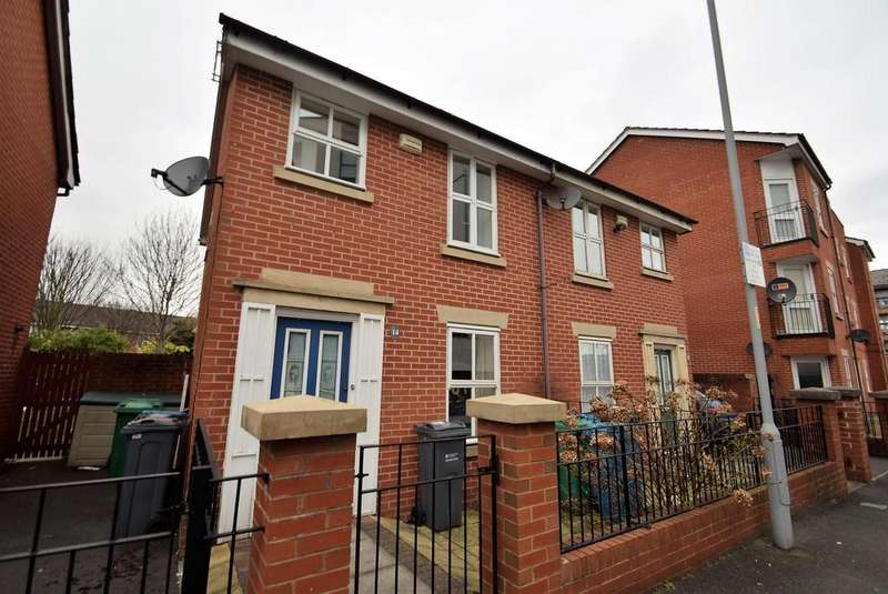2 Bedrooms Terraced House for sale in Boston Street, Manchester, M15 5AY