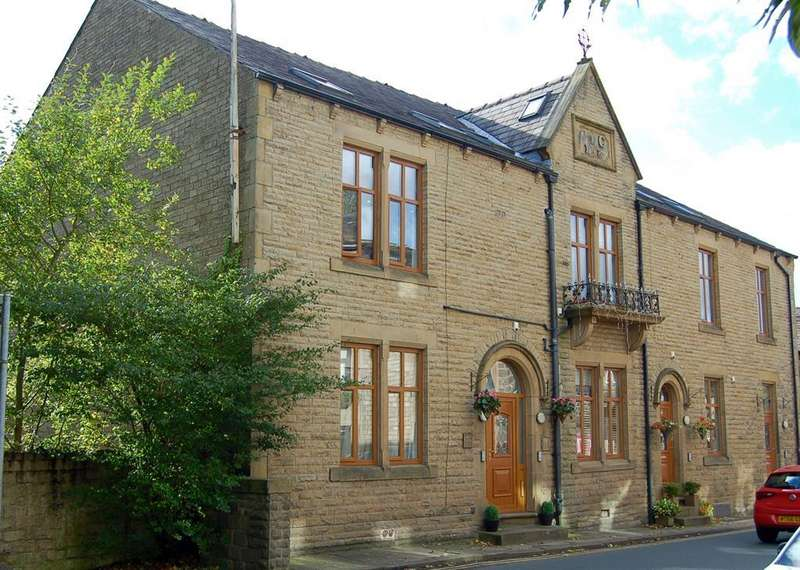 3 Bedrooms Apartment Flat for sale in Chew Valley Road, Greenfield, Oldham, OL3 7PL