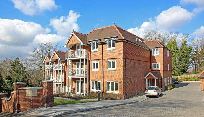 2 Bedrooms Apartment Flat for sale in 1 West Hill, Sanderstead, Surrey