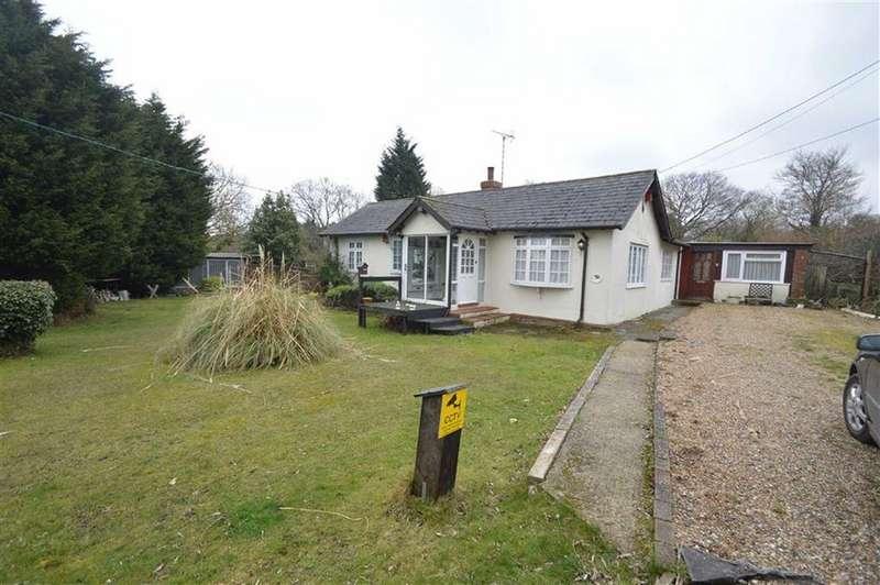 2 Bedrooms Detached Bungalow for sale in New Park Road, Hockley, Essex