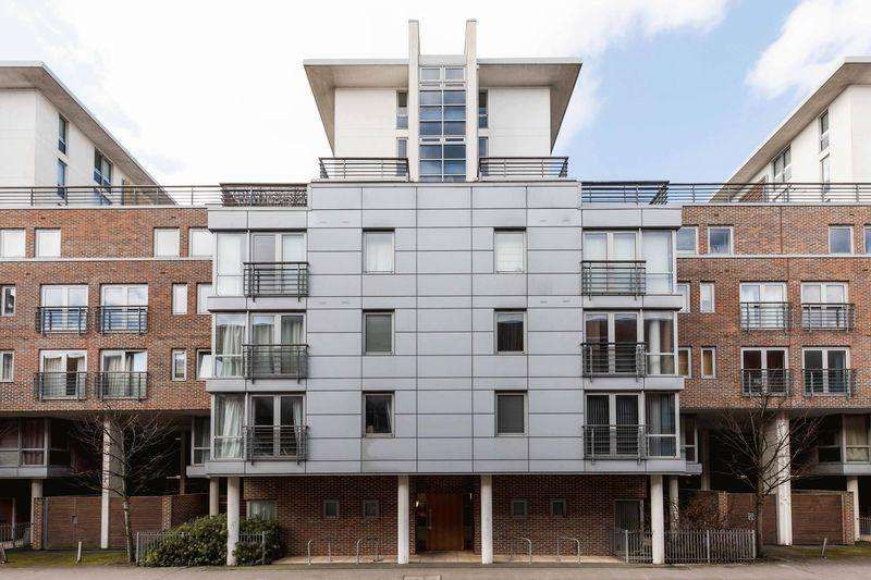 2 Bedrooms Apartment Flat for sale in Cross Street, Portsmouth