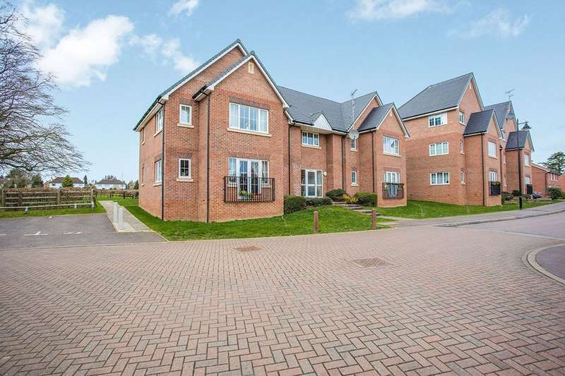 2 Bedrooms Flat for sale in St. Mawes Close, Croxley Green, Rickmansworth, WD3