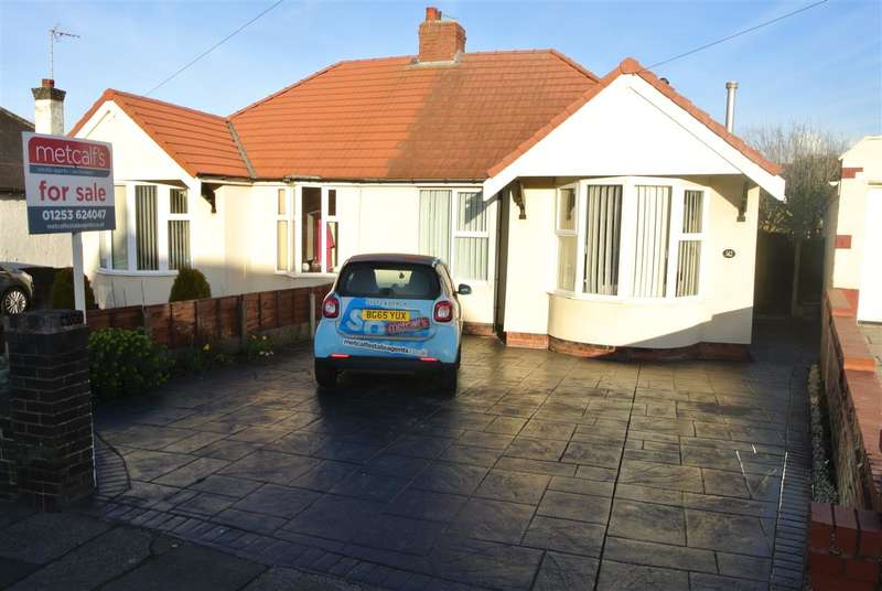 2 Bedrooms Bungalow for sale in Norbreck Road, Thornton Cleveleys