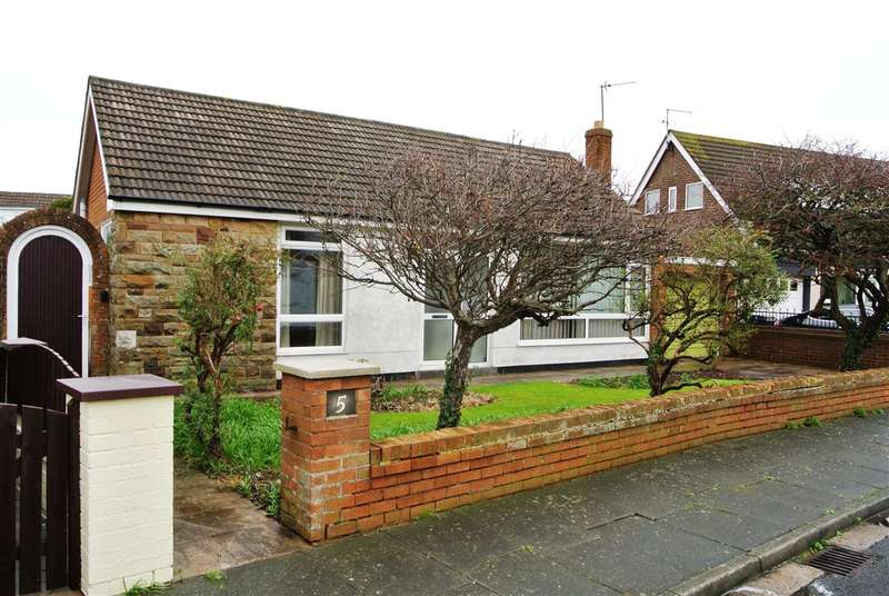 2 Bedrooms Bungalow for sale in Evesham Close, Thornton Cleveleys