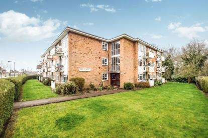 1 Bedroom Flat for sale in Woodford Green, Essex