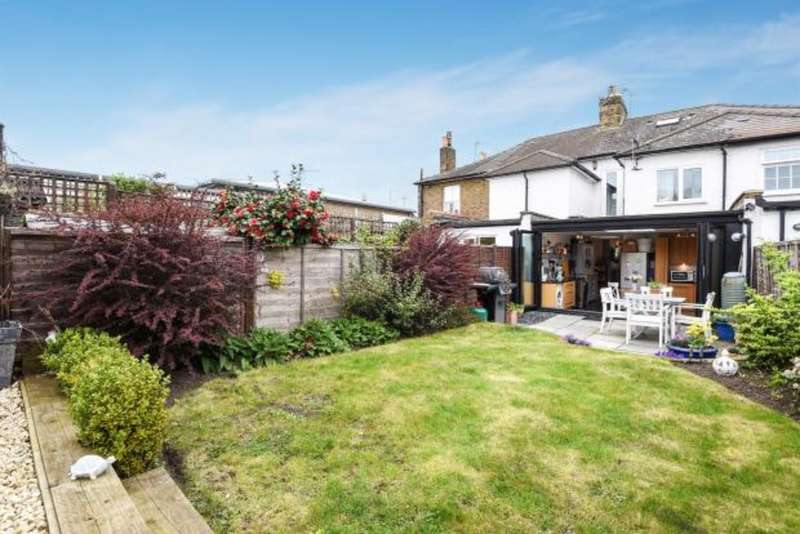 3 Bedrooms Terraced House for sale in Prospect Road, Long Ditton