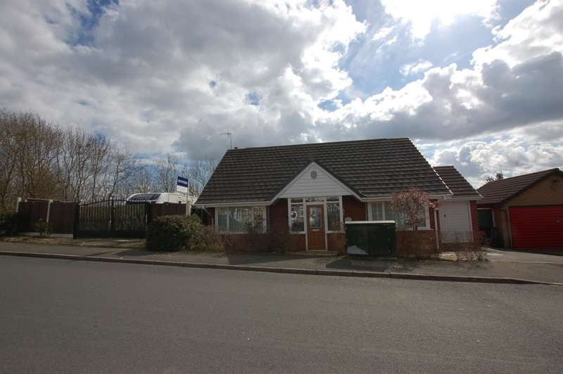 3 Bedrooms Bungalow for sale in Stamford Road, Brierley Hill, DY5 2QE