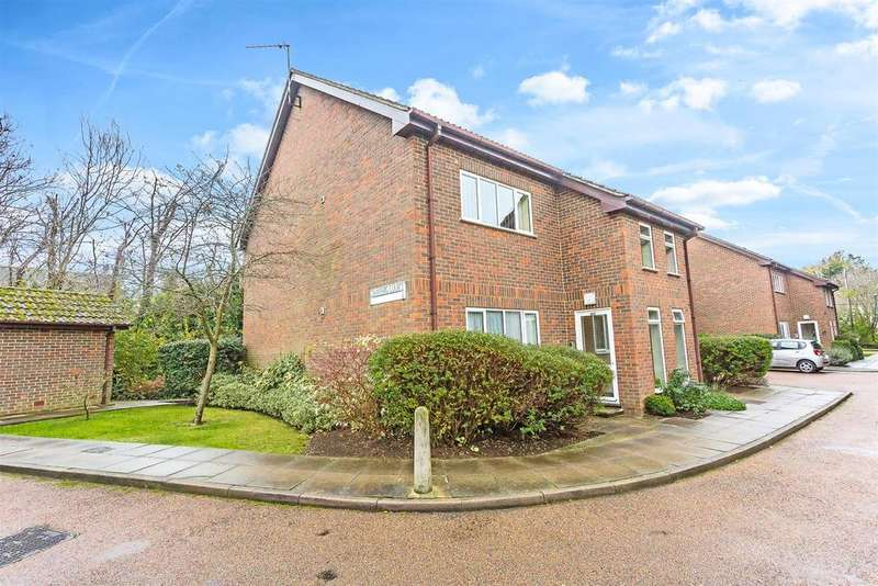 2 Bedrooms Retirement Property for sale in Forge Lane, Cheam, Sutton