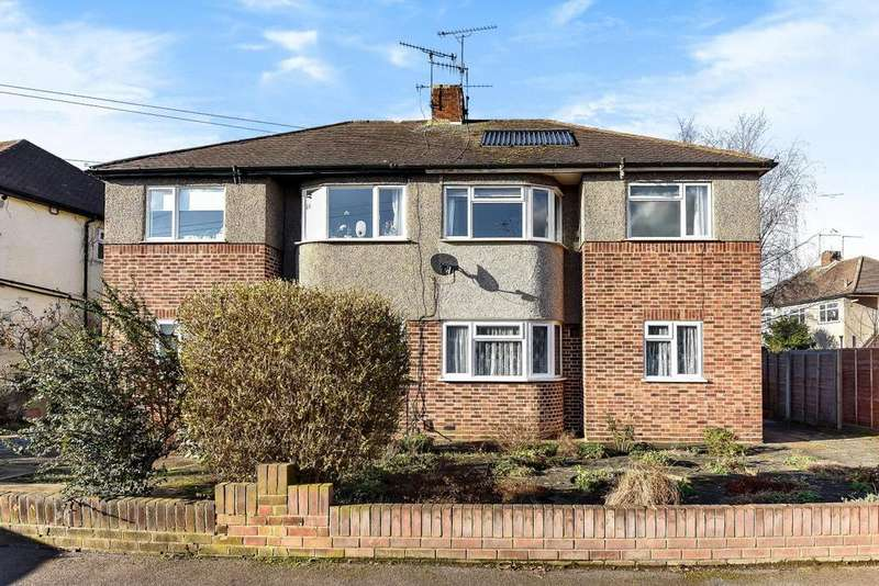 2 Bedrooms Flat for sale in Woodcote Close, Kingston upon Thames