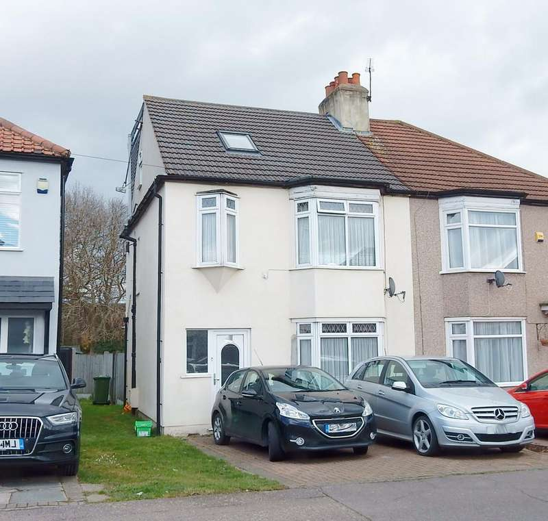 4 Bedrooms Semi Detached House for sale in Burnway, Hornchurch RM11