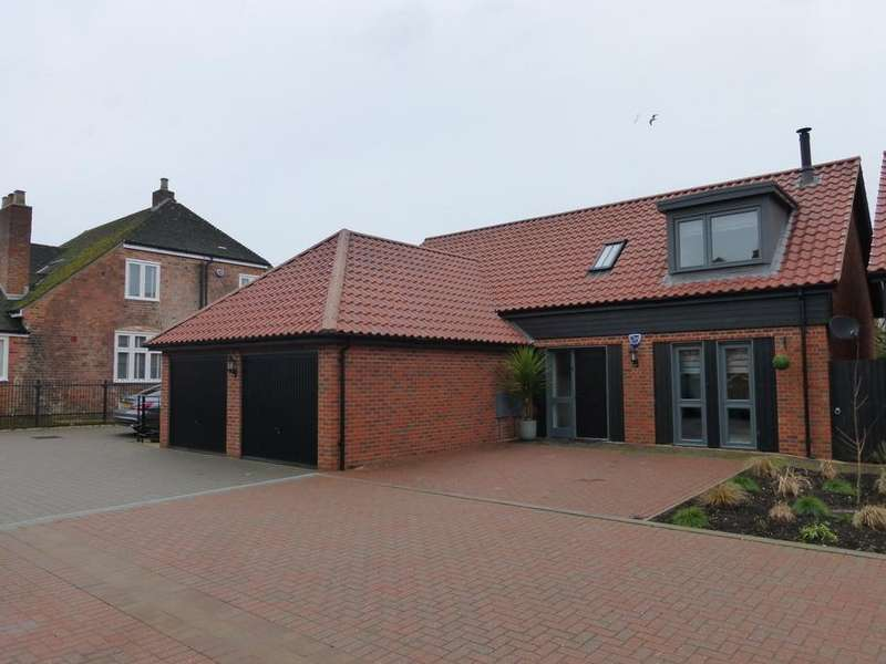 3 Bedrooms Detached House for sale in Newark Court, Hempsted, Gloucester, GL2