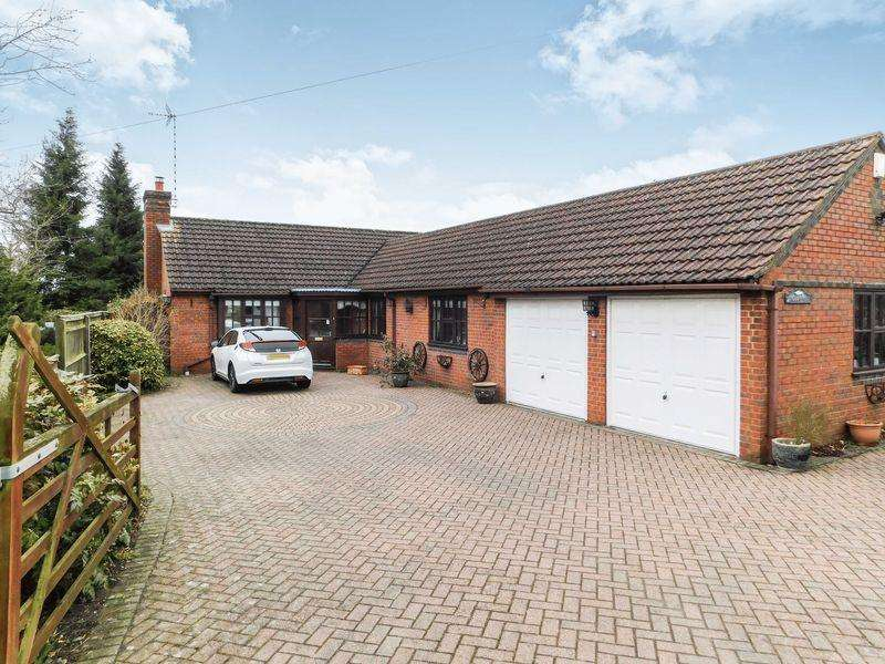 3 Bedrooms Detached Bungalow for sale in Main Road, Barkston