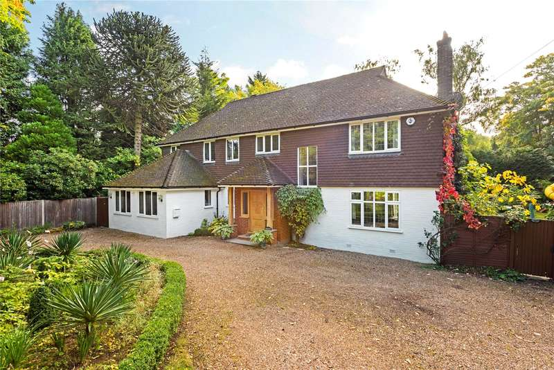5 Bedrooms Detached House for sale in Blackdown Avenue, Pyrford, Surrey, GU22