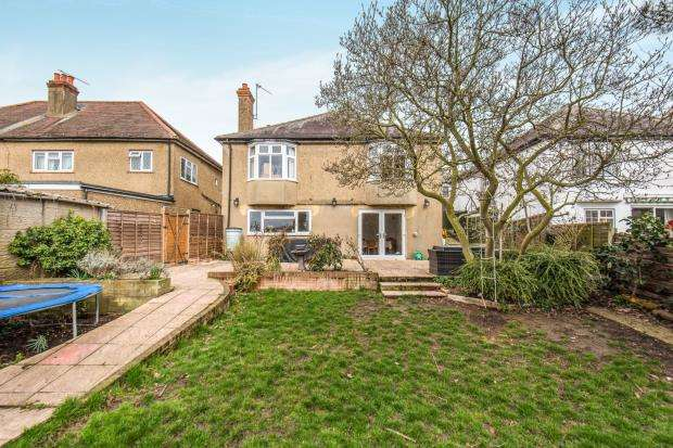 3 Bedrooms Detached House for sale in Worcester Park, Surrey
