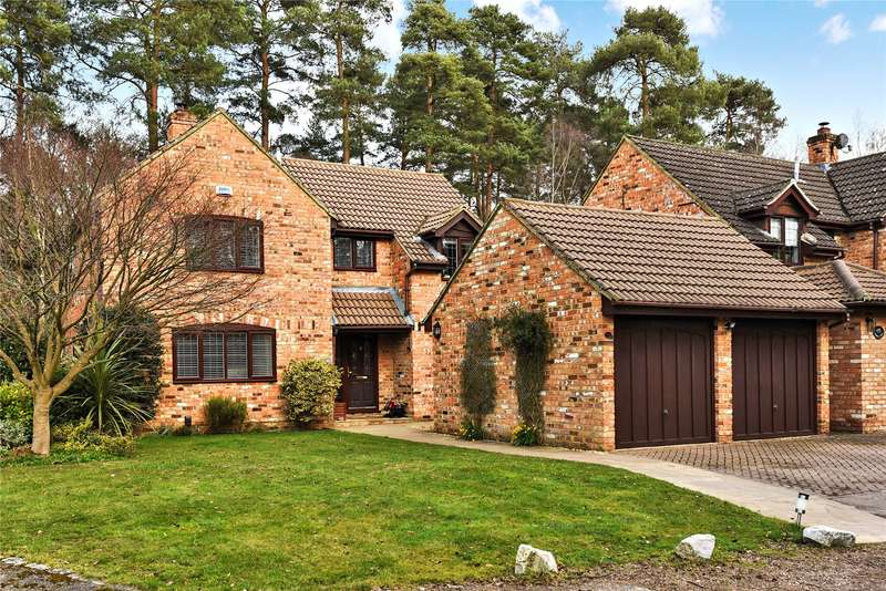 4 Bedrooms Detached House for sale in Holmbury Avenue, Crowthorne, Berkshire, RG45
