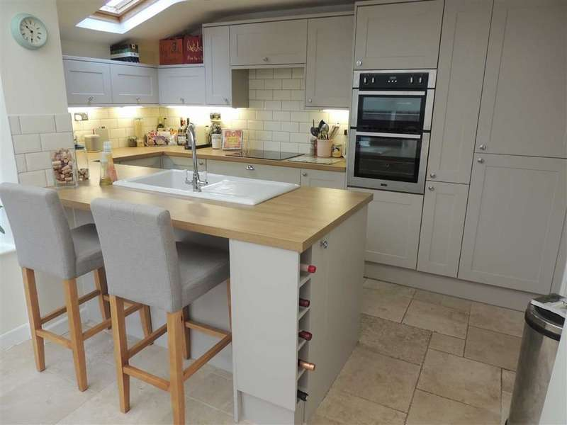 3 Bedrooms Semi Detached House for sale in Islington Road, Great Moor, Stockport