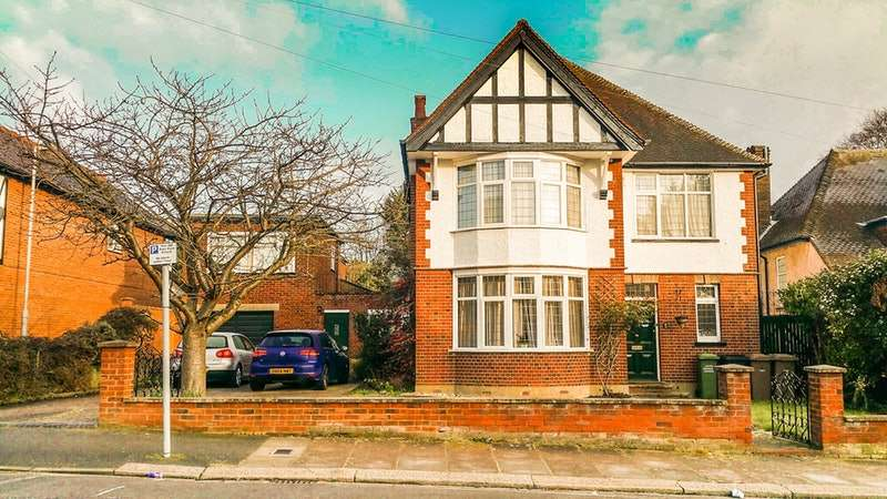 4 Bedrooms Detached House for sale in Lansdowne Road, Luton, Bedfordshire, LU3