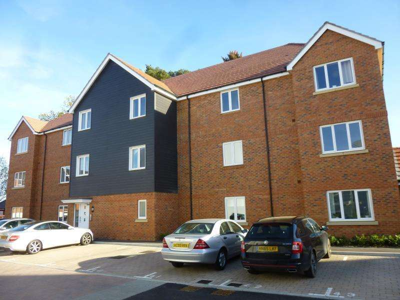 2 Bedrooms Ground Flat for rent in Centrifuge Way, Farnborough, Hampshire